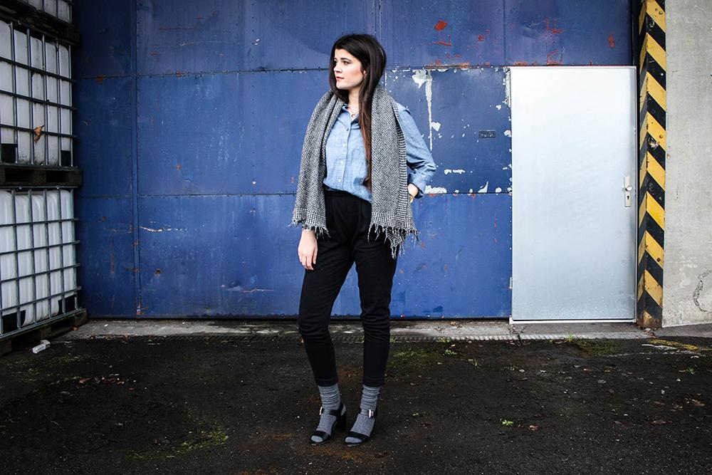 Modeblog-faire-Mode-Nachhaltigkeit-gruene-Erde-Bluse-blau-fair-fashion-19-2klein