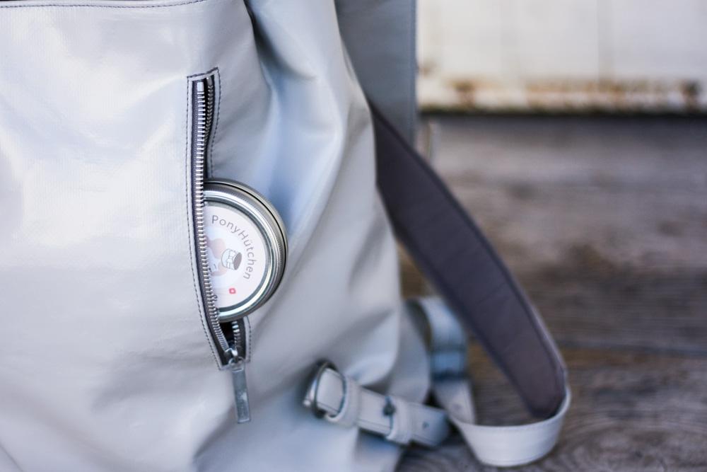 freitag rucksack grau upcycling fair fashion vegan hess natur sneaker sommer outfit blogger eco vegane rucksäcke